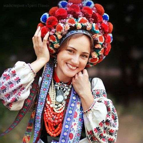 いろんな民族衣装が集まるトピ