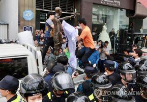 【韓国】徴用工像をトラックで撤去 市民団体敗北 | 保守速報