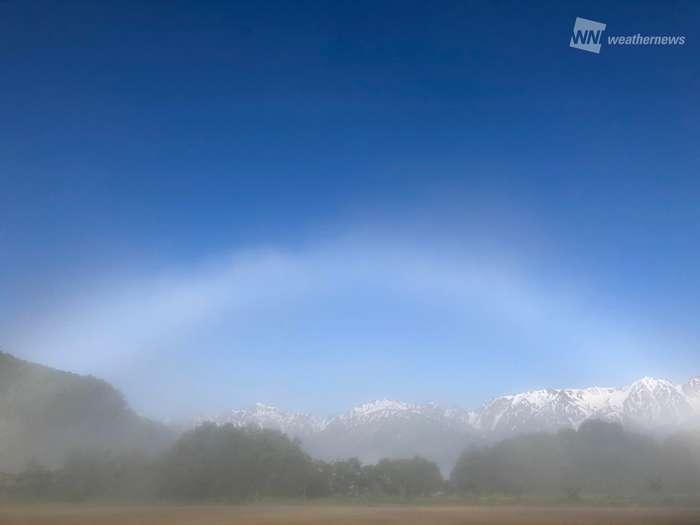 長野で白い虹!? 青空に映える白虹出現