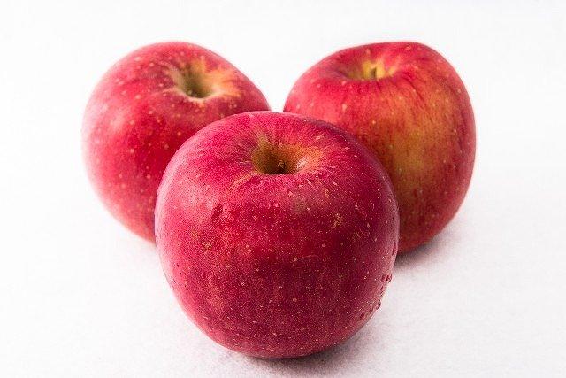 りんごの中身が茶色くても食べられる?捨てる前に読んでみて! | なぜなぜ情報.com