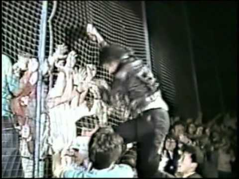 Michael Jackson Bad live in Japan 1987 michael climbs up the safety net - YouTube