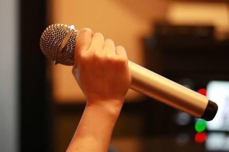 カラオケで歌うとウケが良い曲