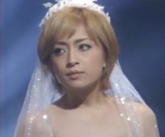 浜崎あゆみ、「透明感すごい?」シャワー後のスッピンが賛否両論のワケ