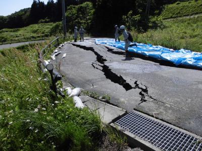 福島県喜多方市「地割れ」広がる 地すべりも…地名に隠された災害   ハザードラボ