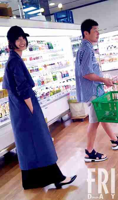 交際順調!剛力彩芽&前澤友作 二人仲良く買い物デート