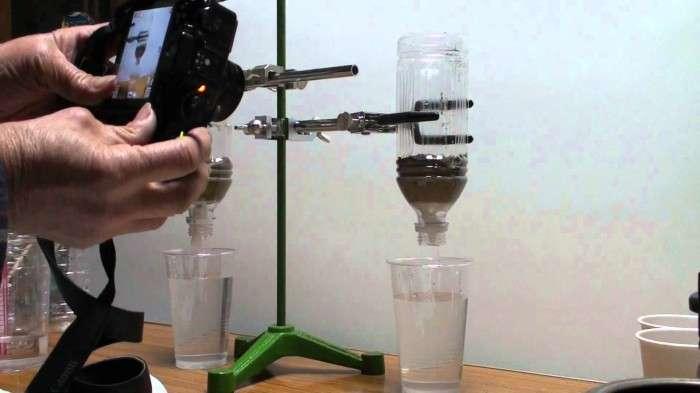 ペットボトルで泥水が飲み水に!? ~災害時に役立つ簡易浄水法~ | 水ラボ~水とくらしの研究所~
