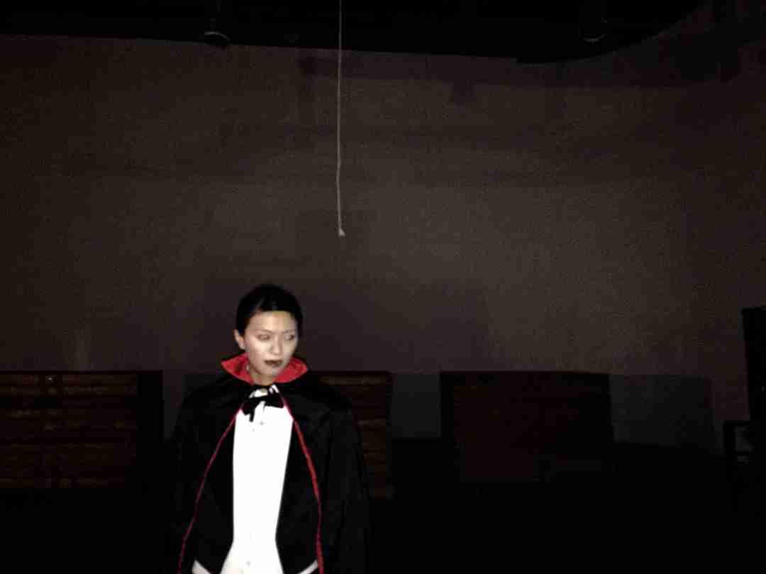 """「宝塚の男役みたい」 榮倉奈々、死んだふり封印の""""ドラキュラコス""""がホラー映画級の完成度"""