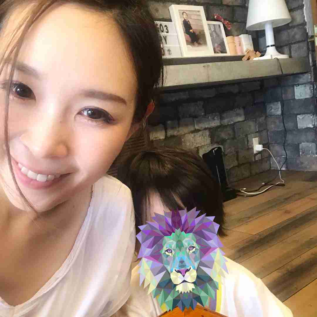 元愛内里菜(垣内りか) 息子との自撮りを公開…昨年12月、未婚のシングルマザー告白