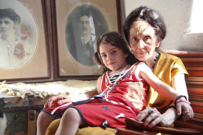 Top 10 World's Oldest Mothers To Have Given Birth – Memebrity.com