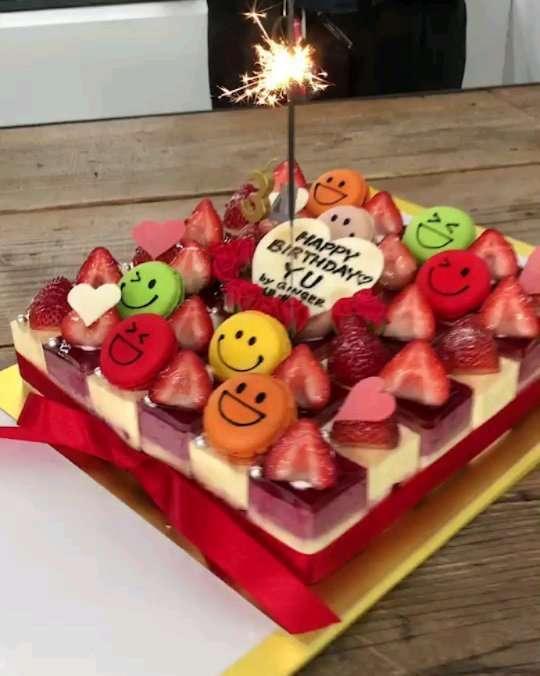"""山田優 on Instagram: """"GINGERの撮影後、早めのBIRTHDAYをしてくれました! 不意討ちでビックリ❗ めちゃくちゃ可愛いケーキに 綺麗なお花❗ ありがとうございました‼️ 嬉しかったです!  もう少しで34才、、、 ワクワクドキドキ。  @ginger_magazine  #birthday…"""""""