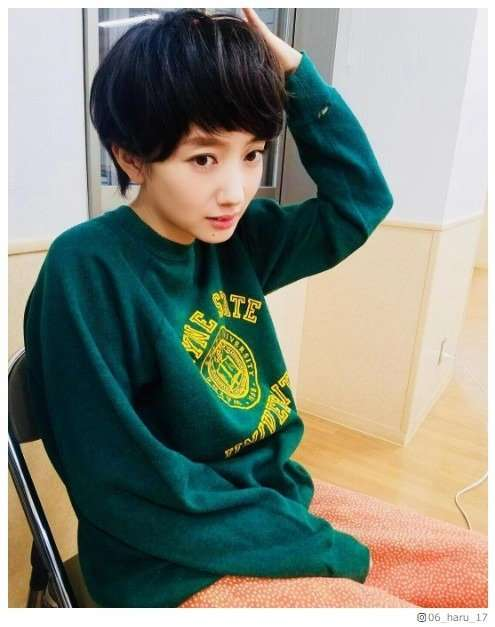 """波瑠「前髪短すぎませんか」""""サバ婚""""オフショットに「衝撃」「少年のよう」 - モデルプレス"""