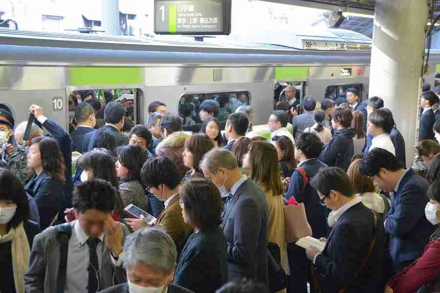 外国人「通勤時に日本っていいなと思ったこと…」駅の階段が注目を浴びる