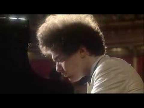 Evgeny Kissin Liszt-La Campanella in gis-moll - YouTube