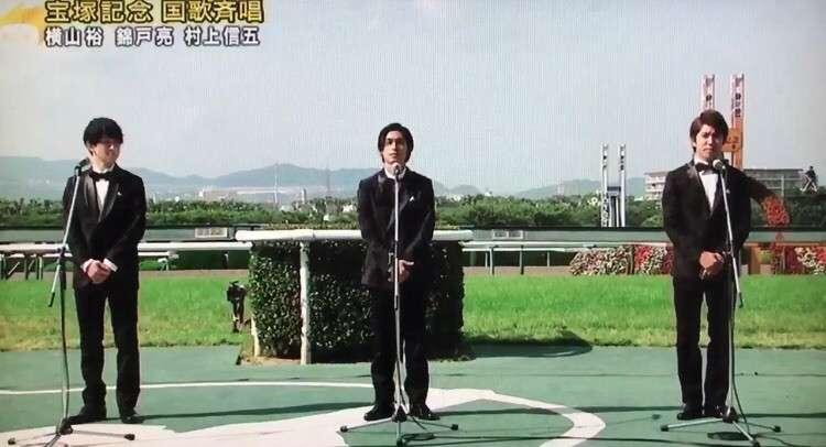 関ジャニ∞ 地元・関西の阪神競馬場で国歌斉唱 入場者数は昨年の約1・2倍、黄色い声援も