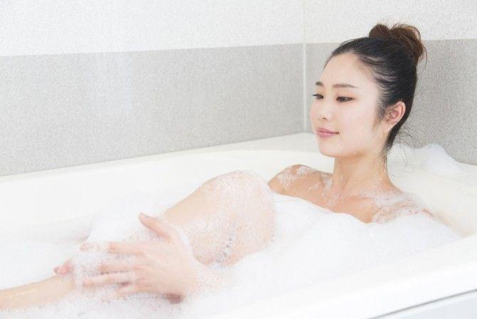 お風呂の残り湯で洗濯は、得か? 入浴剤の汚れも大丈夫!?「はるかにお得」|「マイナビウーマン」