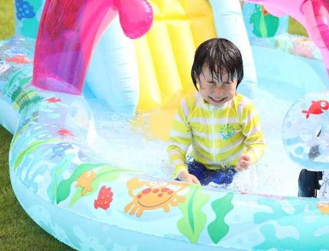 """泳げるようになった年齢「5歳」がトップに 親世代よりも""""低年齢化""""進む"""