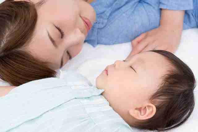 スゴイ!1分で赤ちゃんが眠るママ必見のテクニック | ママズアップ
