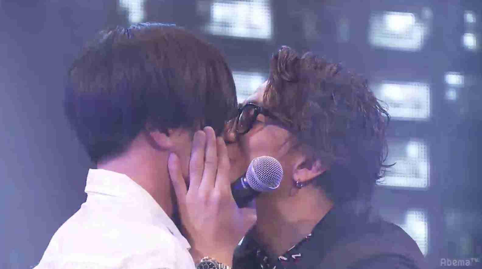 三浦翔平と早乙女太一が生放送でキス!「イケメンずラブ」と視聴者大興奮 | AbemaTIMES
