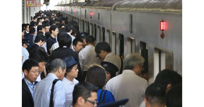 真夏の五輪、通勤は地獄? 東京や新宿で乗客2割増|オリパラ|NIKKEI STYLE