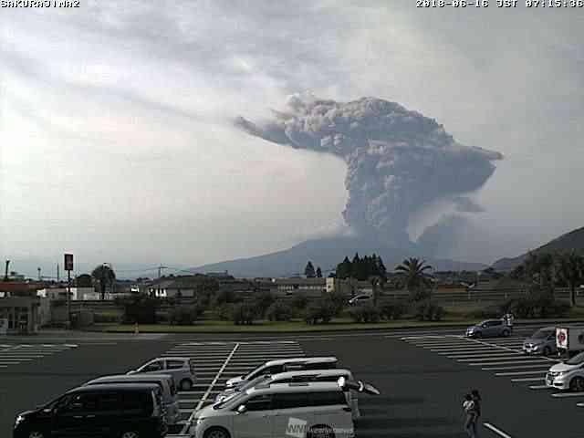 桜島噴火 火口上4700mまで多量の噴煙上がる - ウェザーニュース