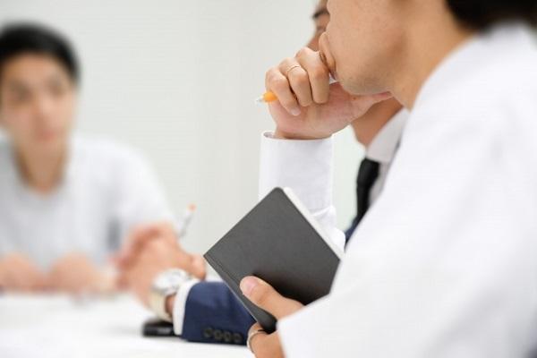 社会人が職場で効率が悪いと感じていること 1位「会議・打ち合わせ」、2位「書類作成」 | キャリコネニュース