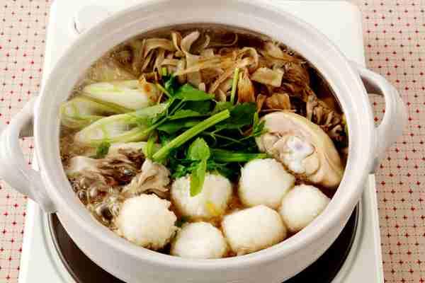 秋田の家庭料理・だまっこ鍋   サントリー レシピッタ - あなたにぴったり、お酒に合うかんたんレシピ