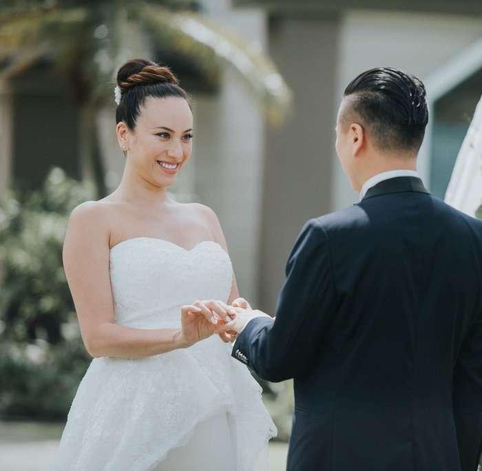 道端アンジェリカ、ハワイで挙式 夫との手つなぎショット&ふっくらお腹のドレス姿公開 - モデルプレス