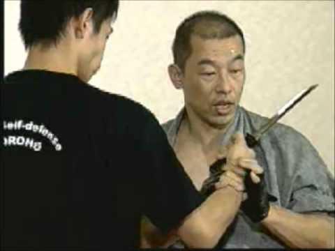 護身術功朗法 ナイフを突きつけられた - YouTube