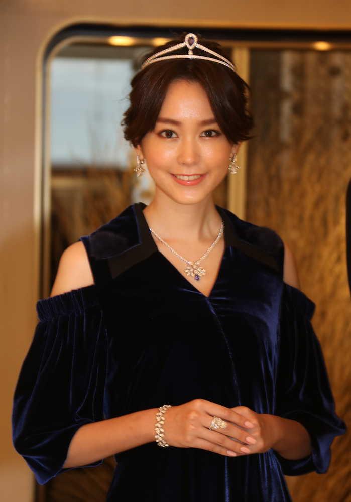 桐谷美玲 三浦翔平との結婚質問に無言 約1億円ジュエリーに幸せの笑み