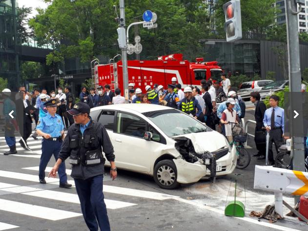 乗用車が暴走、7人はねられけが 運転の男逮捕 新宿