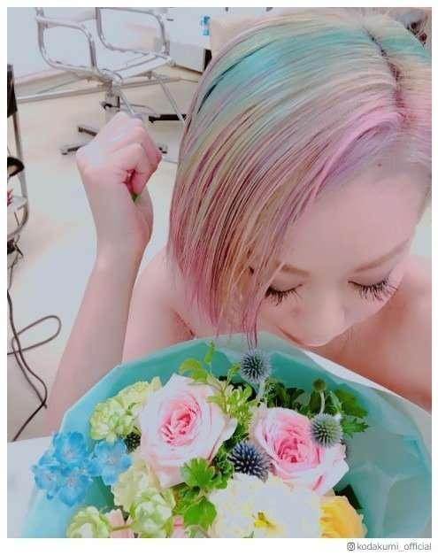 """倖田來未、""""ド派手""""ユニコーンカラーにヘアチェンジ「可愛すぎる」「お菓子みたい」の声 - モデルプレス"""
