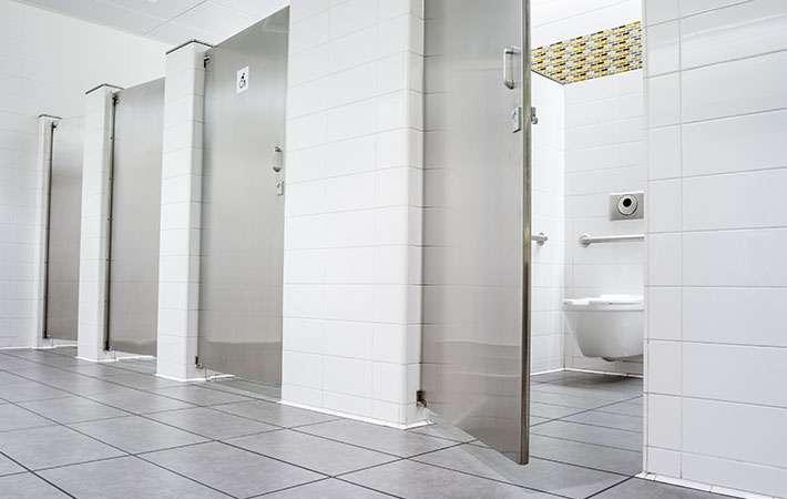 新人研修で「トイレはダメです」 生理中の女性社員に悲劇が  –  grape [グレイプ]