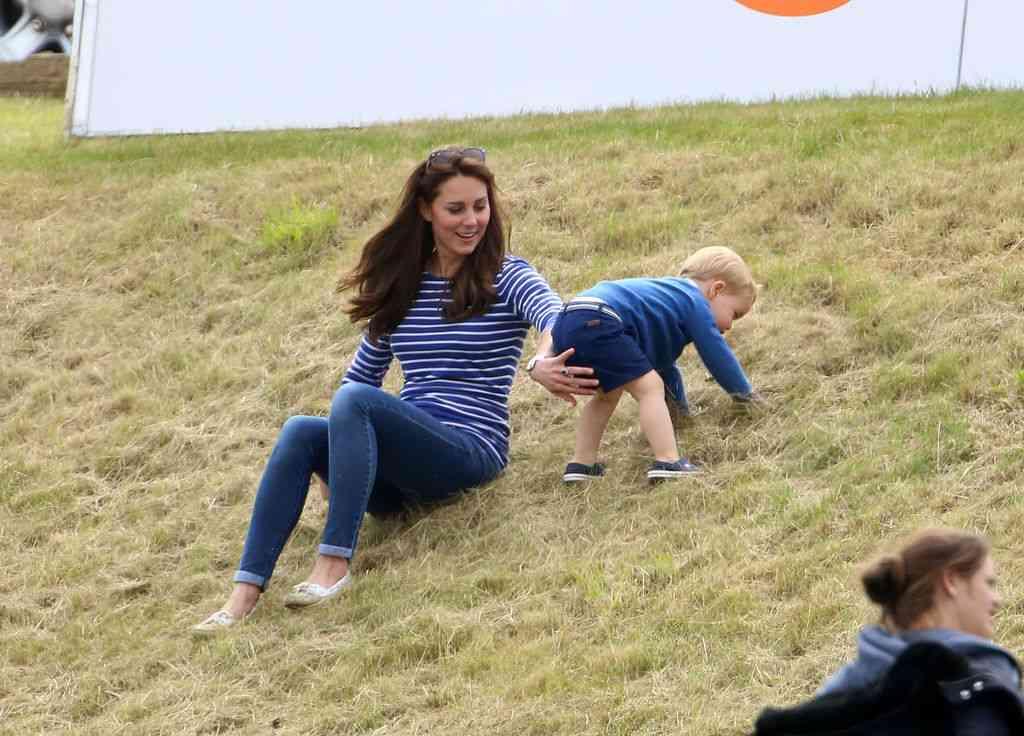 キャサリン妃、子供たちとの休日姿に親近感しか湧かない