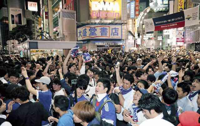 渋谷で歓喜の「ニッポン!」あわや将棋倒し大混雑(スポーツ報知) - Yahoo!ニュース