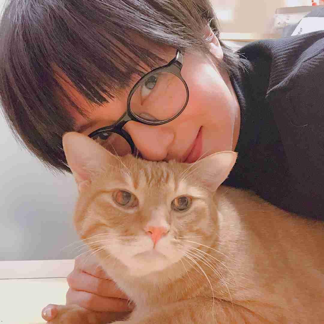 柴咲コウ、メガネ姿で猫と2ショット 「ニャンともかわいい」と絶賛