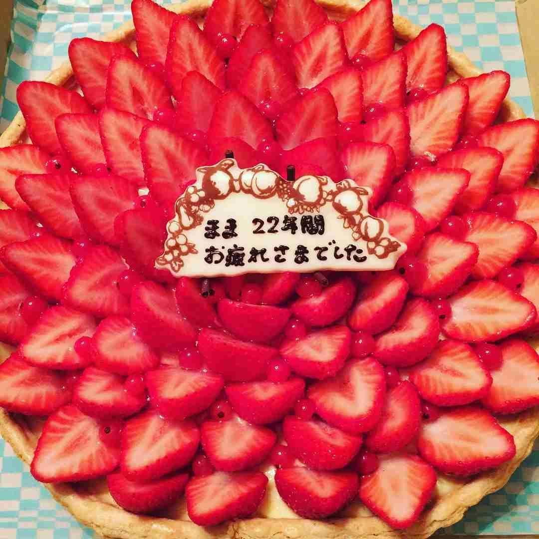雛形あきこさんはInstagramを利用しています:「帰ったらケーキを用意してくれてた❤️#家族 #ありがとう」