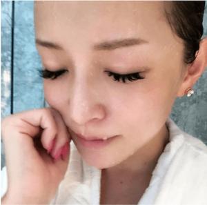 浜崎あゆみ、「透明感すごい?」シャワー後のスッピンが賛否両論のワケ(1ページ目) - デイリーニュースオンライン