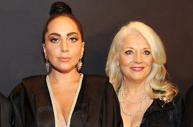 レディー・ガガ、母親も美女 2ショットに「さすがガガのママ!」の声