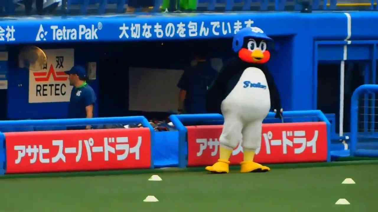 つば九郎、「チャンカパーナ」に合わせてノリノリのダンス - YouTube