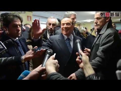 ベルルスコーニ氏に裸で抗議 投票所で女性ら取り押さえ - YouTube