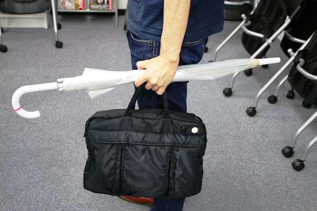 傘の「横持ち」は危険です!娘をケガさせられた女性が必死の訴え