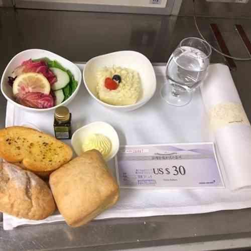 【やや閲覧注意?】アシアナ航空、これが機内食正常化?「非正常な機内食」情報提供が相次ぐ