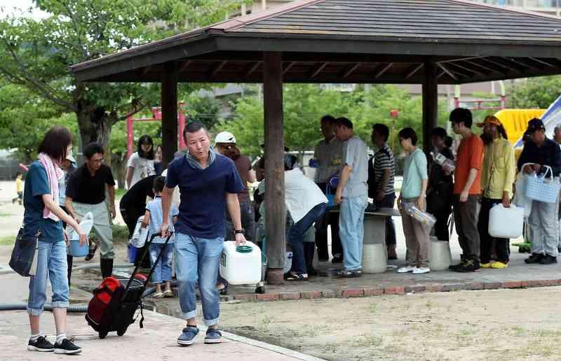 西日本豪雨:呉23万人、孤立状態 交通寸断「何もこん」 - 毎日新聞