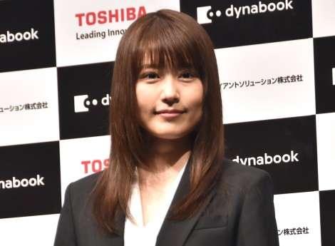 有村架純、CMでキャリアウーマンに 黒スーツ着こなし「新鮮」 | ORICON NEWS
