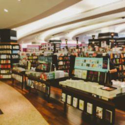 ネット書店とリアル書店、どちらを多く使いますか?