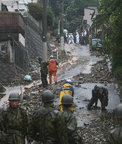 避難直前に土砂一気 北九州・門司で裏山崩壊…夫婦のむ 「どうか無事で」|【西日本新聞】