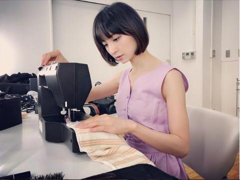 【エンタがビタミン♪】篠田麻里子、ミシンを操る姿を公開「こう見えても服飾専門学校…」 | Techinsight(テックインサイト)|海外セレブ、国内エンタメのオンリーワンをお届けするニュースサイト
