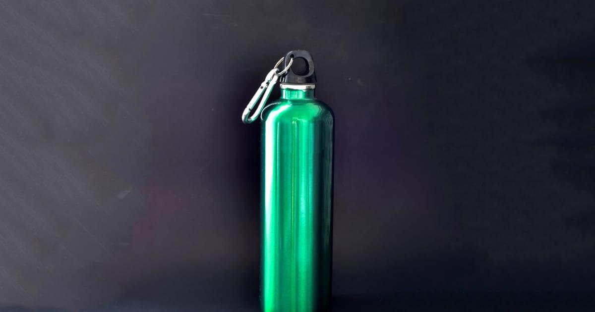 ステンレス製の水筒にスポーツドリンクは要注意! 中毒症状のおそれも – しらべぇ   気になるアレを大調査ニュース!