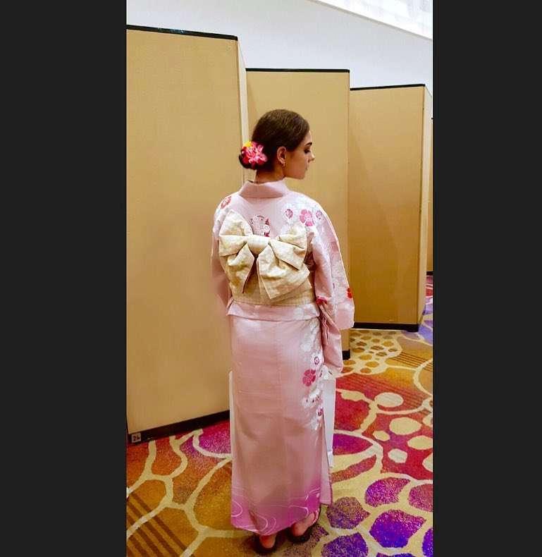 「私は花になった」フィギュア女王メドベージェワがピンク色の浴衣披露 ファンも「君は薔薇より美しい」と絶賛