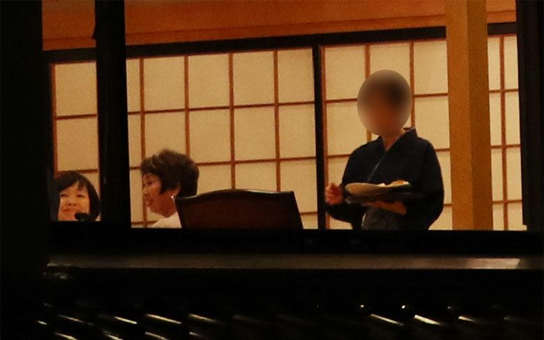 年間補助金60億円超のポピンズ会長が「安倍昭恵さんを慰める会」を主催していた | 文春オンライン